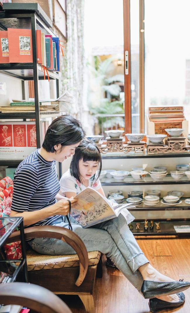 Bà mẹ bỏ việc để toàn thời gian đọc sách, rồi lại kiếm ra tiền bằng cách đi đọc sách cho trẻ - Ảnh 1.