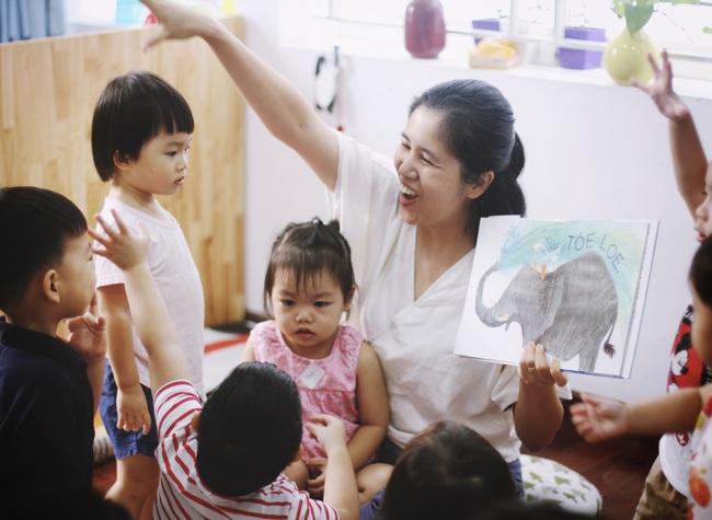 Bà mẹ bỏ việc để toàn thời gian đọc sách, rồi lại kiếm ra tiền bằng cách đi đọc sách cho trẻ - Ảnh 5.