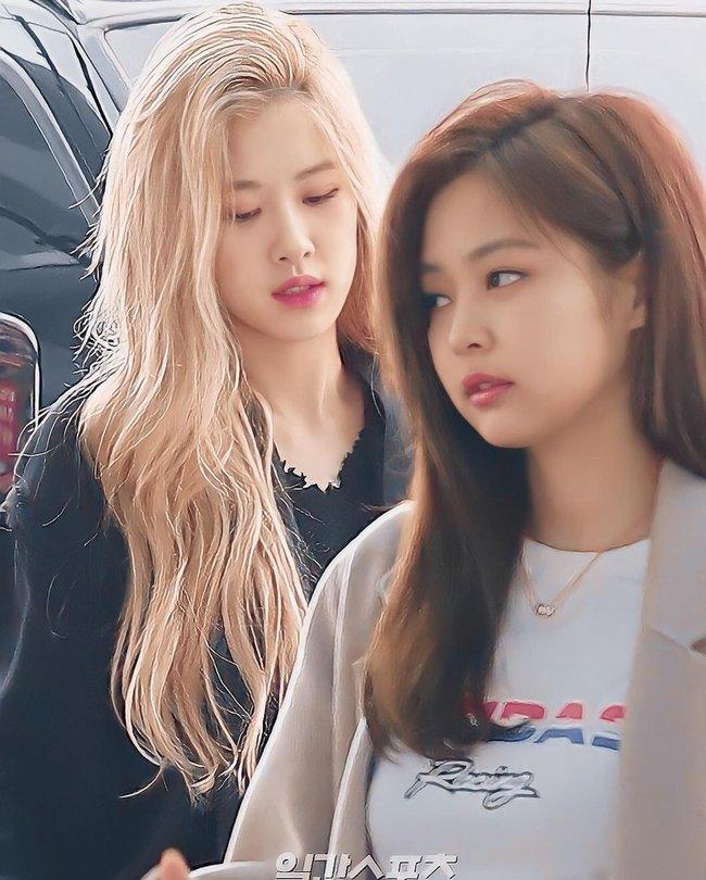 """Đọ style của Rosé và Jennie khi cạnh nhau: Cô em hút mắt với màu tóc nổi, nhưng rất hay bị """"đường cong"""" của cô chị lấn át - Ảnh 8."""