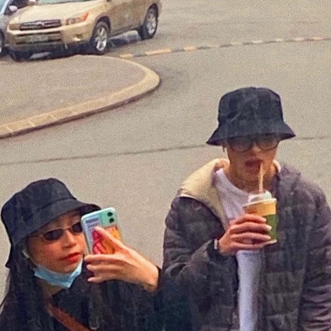 """Hai cô con gái nhà diva Mỹ Linh khi chụp hình với bạn trai: Bên chọn style đơn giản, bên """"chất chơi"""" chuẩn gen Z - Ảnh 3."""
