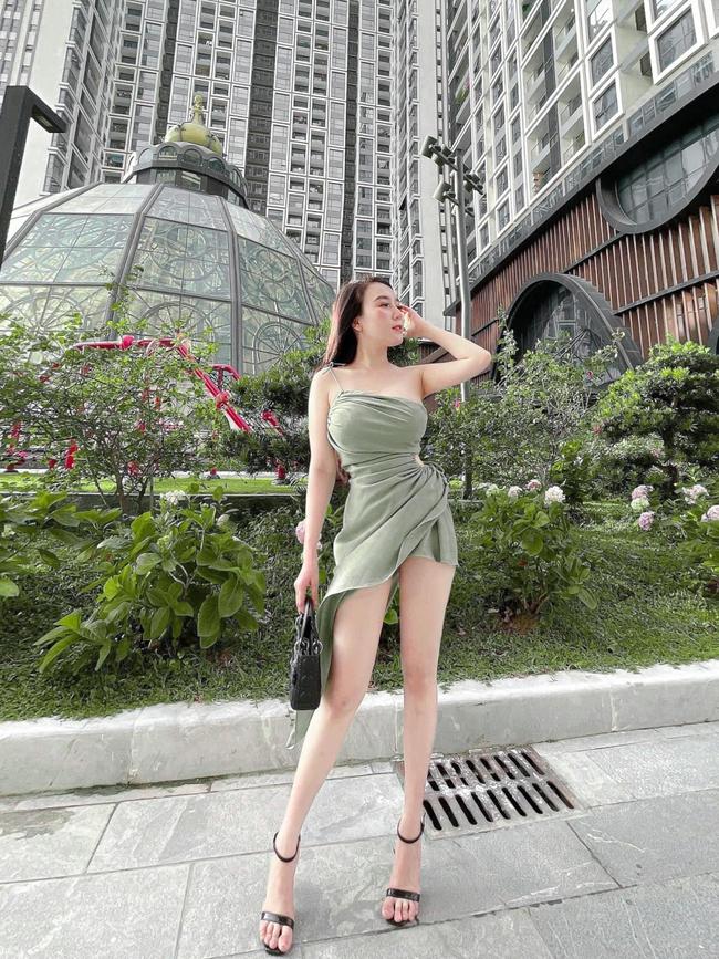 """Vợ Khắc Việt đẻ xong mấy tháng cân nặng đã về """"đầu 4"""", tự tin diện đồ sexy khoe dáng, bất ngờ nhất là phản ứng của chồng - Ảnh 1."""