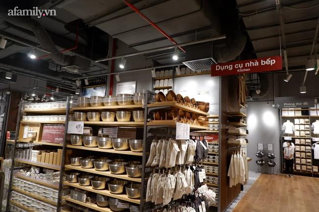 Cận cảnh store MUJI Hà Nội trước ngày khai trương với loạt sản phẩm từ thời trang đến đồ dùng gia đình xinh hết nấc - Ảnh 6.