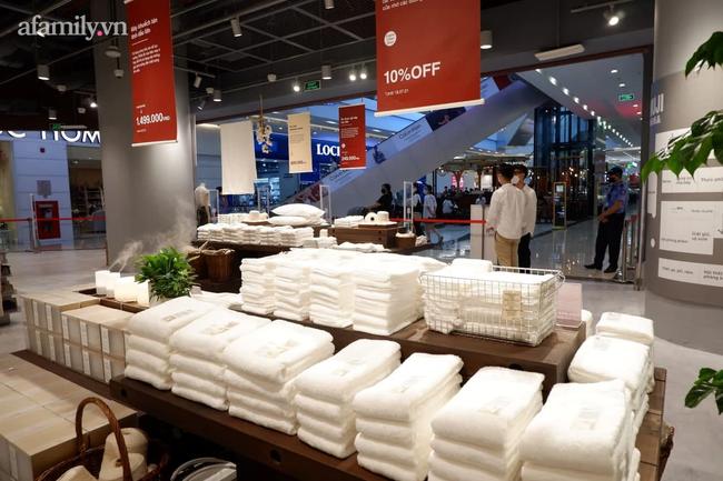 Cận cảnh store MUJI Hà Nội trước ngày khai trương với loạt sản phẩm từ thời trang đến đồ dùng gia đình xinh hết nấc - Ảnh 2.