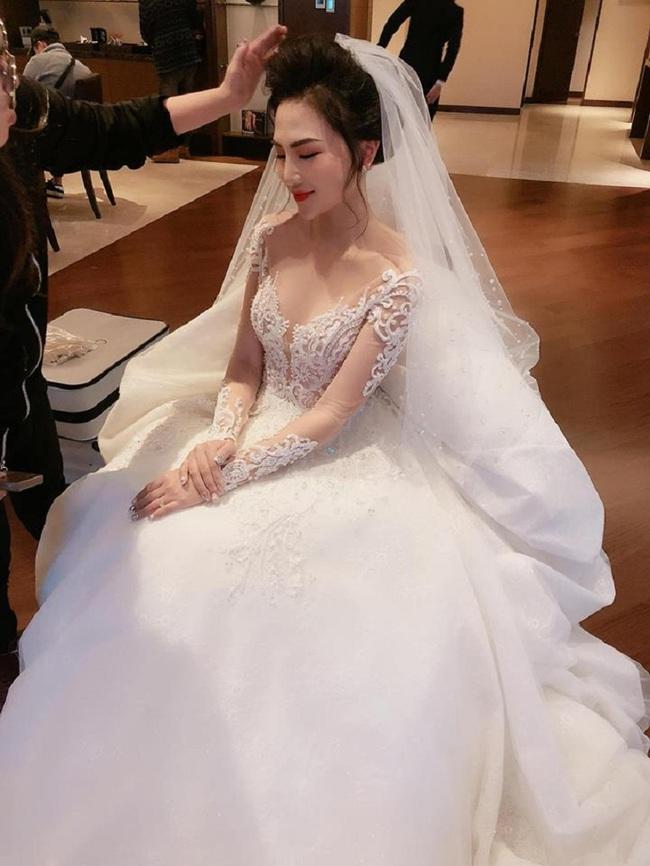 Hoa khôi báo chí vừa lộ ảnh đám cưới xa hoa bất ngờ ẩn trang cá nhân khiến dân mạng càng thêm tò mò - Ảnh 2.