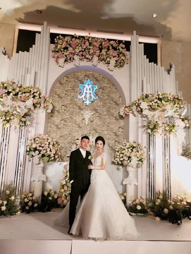 Hoa khôi báo chí vừa lộ ảnh đám cưới xa hoa bất ngờ ẩn trang cá nhân khiến dân mạng càng thêm tò mò - Ảnh 1.