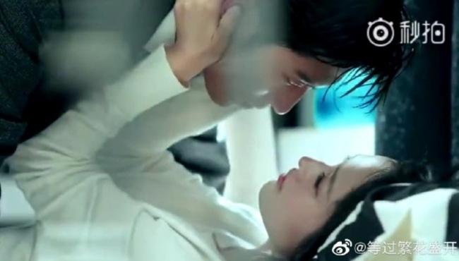 Hải thượng phồn hoa: Netizen tức giận vì cảnh hôn môi và ân ái 18+ của Lý Thấm - Đậu Kiêu bị cắt phũ phàng - Ảnh 1.