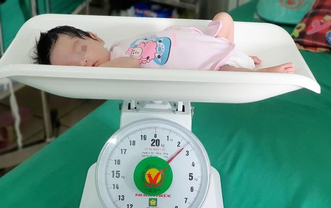 Cứu sống trẻ sơ sinh nội tạng nằm ngoài ổ bụng - Ảnh 5.