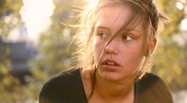 Phim 18+ Blue Is The Warmest Colour: Cảnh nóng đồng tính nữ dữ dội hay khát khao được sống là chính mình của mọi cô gái? - Ảnh 7.