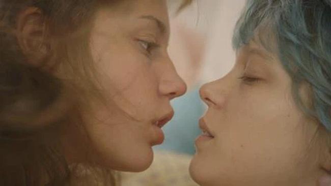 Phim 18+ Blue Is The Warmest Colour: Cảnh nóng đồng tính nữ dữ dội hay khát khao được sống là chính mình của mọi cô gái? - Ảnh 5.