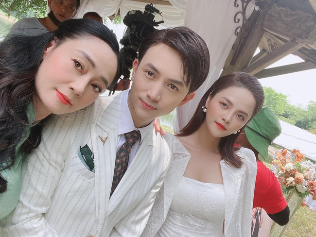 Hương vị tình thân: Đến lượt bà Xuân làm lộ hậu trường đám cưới Long - Nam, tuyên bố bị tổn thương - Ảnh 1.