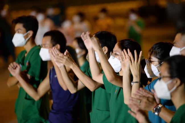 """Giữa mùa dịch, có một đêm nhạc """"hoành tráng"""" với sự góp mặt của Hoa hậu H'Hen Niê, ca sĩ Phương Thanh đã diễn ra nhưng với mục đích bất ngờ - Ảnh 13."""