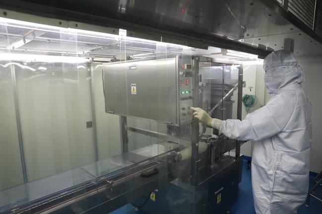 Hình ảnh: Quy trình gia công lô vaccine Sputnik V đầu tiên của Nga tại Việt Nam - Ảnh 2.
