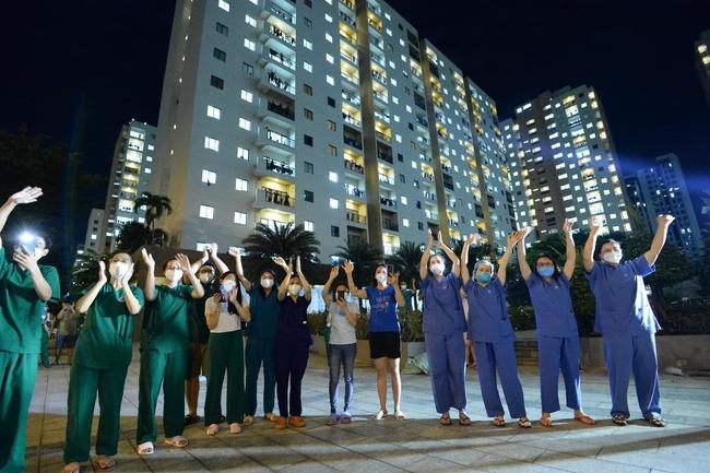 """Giữa mùa dịch, có một đêm nhạc """"hoành tráng"""" với sự góp mặt của Hoa hậu H'Hen Niê, ca sĩ Phương Thanh đã diễn ra nhưng với mục đích bất ngờ - Ảnh 15."""