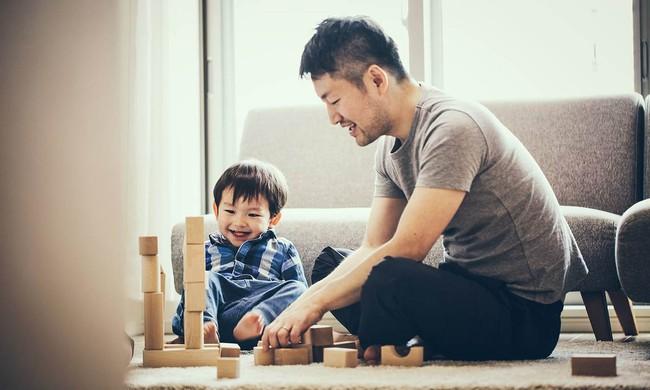 Tận dụng thời gian giãn cách xã hội vì COVID-19 để chơi đùa cùng con cái, bố mẹ nhận về vô vàn lợi ích cho bản thân - Ảnh 3.