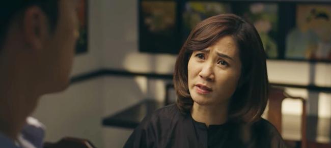 Hãy nói lời yêu tập 29: Bà Hoài vung tiền để Phan rời xa My, còn tới tận bệnh viện van xin mẹ Phan buông tha con mình - Ảnh 1.