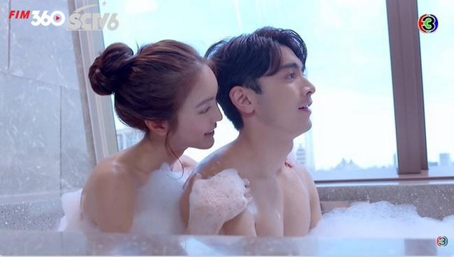 """Phim Thái hot """"Minh châu rực rỡ"""": Táo bạo đến mức nào mà nhà đài phải xin lỗi vì cắt cảnh tắm chung? - Ảnh 5."""