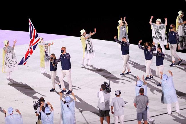 Lễ khai mạc Olympic Tokyo 2020: Rực rỡ sắc màu, mang nhiều thông điệp ý nghĩa - Ảnh 15.