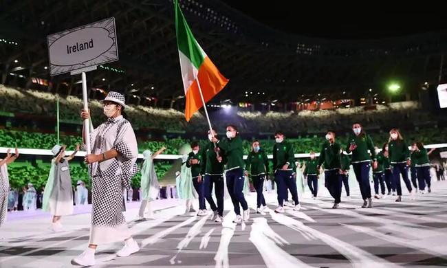 Lễ khai mạc Olympic Tokyo 2020: Rực rỡ sắc màu, đoàn thể thao Việt Nam xuất hiện tràn đầy nhiệt huyết - Ảnh 14.