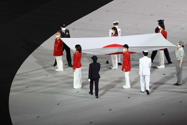 Lễ khai mạc Olympic Tokyo 2020: Rực rỡ sắc màu, đoàn thể thao Việt Nam xuất hiện tràn đầy nhiệt huyết - Ảnh 9.