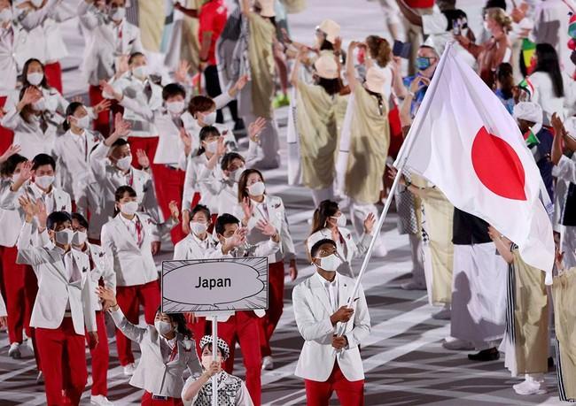 Lễ khai mạc Olympic Tokyo 2020: Rực rỡ sắc màu, đoàn thể thao Việt Nam xuất hiện tràn đầy nhiệt huyết - Ảnh 31.