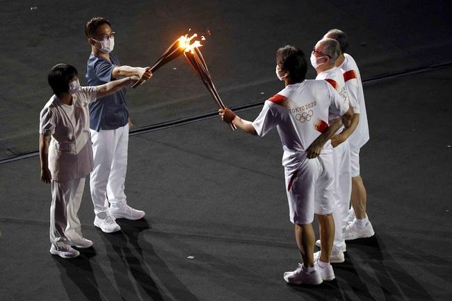 Lễ khai mạc Olympic Tokyo 2020: Rực rỡ sắc màu, đoàn thể thao Việt Nam xuất hiện tràn đầy nhiệt huyết - Ảnh 34.