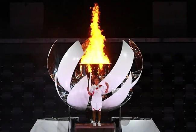 Lễ khai mạc Olympic Tokyo 2020: Rực rỡ sắc màu, đoàn thể thao Việt Nam xuất hiện tràn đầy nhiệt huyết - Ảnh 33.