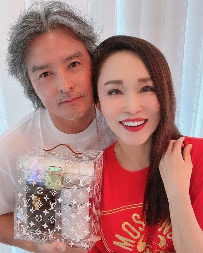 Chung khung hình với bà xã, ông xã Phạm Văn Phương tiếp tục gây thất vọng vì ngoài hình già nua - Ảnh 4.