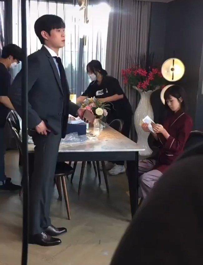 Cuộc chiến thượng lưu 3 lộ cái kết: Su Ryeon và Logan Lee làm đám cưới, Seok Hoon lên đồ bảnh tỏn - Ảnh 4.