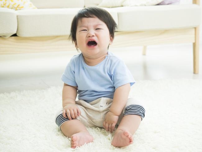 Thấy con khóc, cha mẹ nóng lòng dỗ nhưng nhận về phản ứng ngược: Hóa ra sau 3 tuổi cha mẹ không nên làm điều này với con - Ảnh 2.