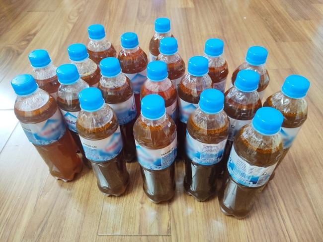 """Tích trữ hàng lít nước phở cấp đông trong chai nhựa vào ngày đầu Hà Nội giãn cách, người đàn ông """"lo xa"""" khiến ai nấy bật cười - Ảnh 4."""