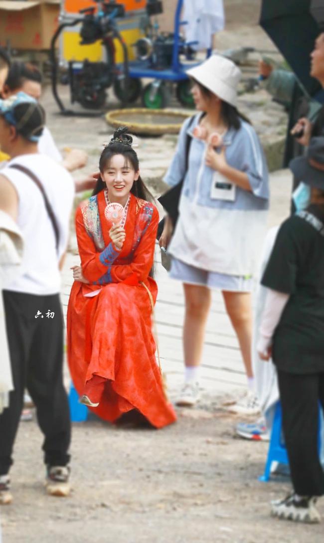 Lộ tạo hình áo đỏ cực phẩm của Viên Băng Nghiên, fan truyền tay nhau ảnh chụp vội đẹp mê mẩn  - Ảnh 5.