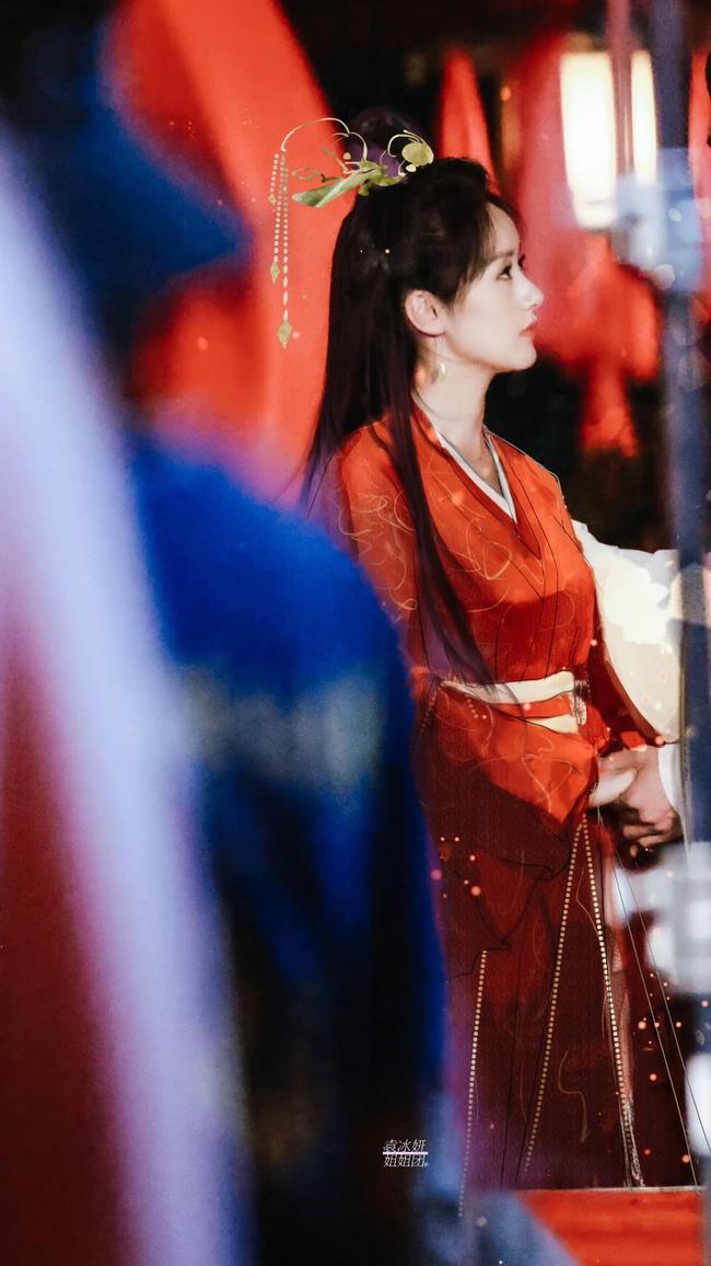 Lộ tạo hình áo đỏ cực phẩm của Viên Băng Nghiên, fan truyền tay nhau ảnh chụp vội đẹp mê mẩn  - Ảnh 4.