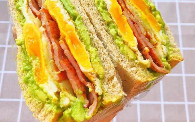 """3 cách """"hô biến"""" ổ bánh mỳ thành món ăn vừa ngon vừa sang mắt: Khoe thành phẩm đảm bảo ngàn like! - Ảnh 1."""