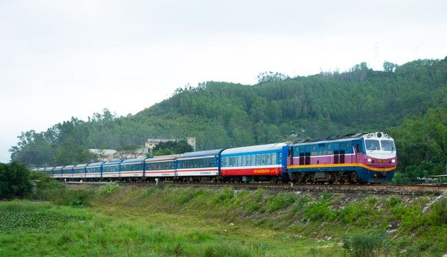 3.000 người dân Hà Tĩnh từ TP.HCM và các tỉnh phía Nam được về quê trên chuyến tàu chuyên biệt - Ảnh 1.
