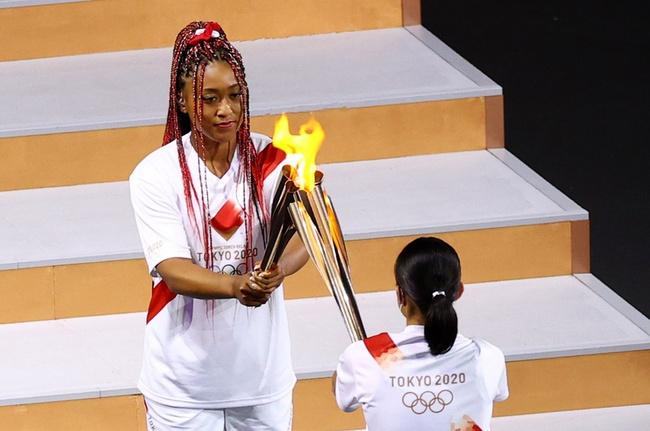 Chân dung nữ VĐV thắp đài lửa Olympic Tokyo 2020 gây bão MXH: Quyến rũ nóng bỏng, gửi lời cảm ơn Meghan với lý do đặc biệt - Ảnh 1.