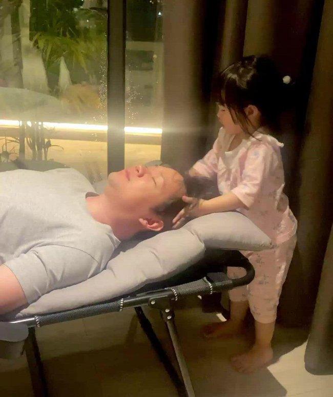 Con gái xinh như búp bê của Hoa hậu Đặng Thu Thảo: Nhìn chùm ảnh này, đố ai dám bảo cô nhóc là tiểu thư được cưng chiều - Ảnh 6.