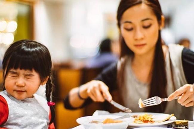 Bác sĩ nhi chỉ ra 1 nguyên nhân khiến trẻ biếng ăn nhiều cha mẹ không thể ngờ tới - Ảnh 1.