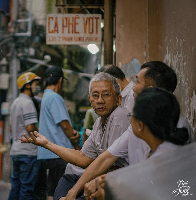 """Người Sài Gòn """"khủng hoảng tâm lý"""" đợt giãn cách kéo dài, nhiều tiến sĩ - thạc sĩ đứng ra """"tham vấn tâm lý"""" với """"chi phí tuỳ tâm"""" - Ảnh 3."""