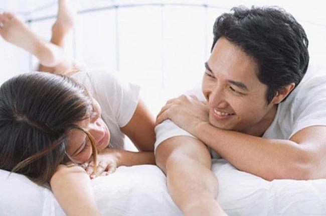 """3 tuyệt chiêu vàng """"ân ái"""" của cô vợ trong những ngày giãn cách giúp chồng chẳng bao giờ chán dù cạnh nhau 24/24 - Ảnh 1."""