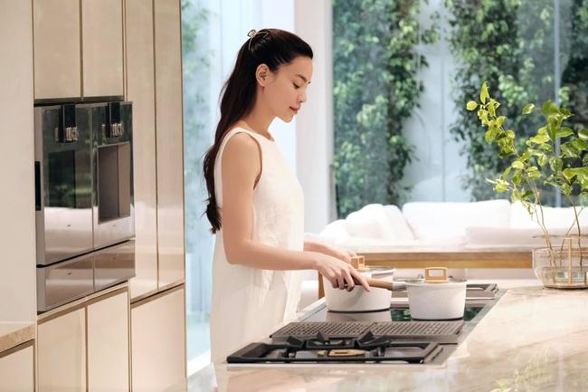 Ở nhà nhiều Hồ Ngọc Hà chịu khó vào bếp hơn thì phải, làm món cà ri gà nhìn đã thấy ngon nuốt lưỡi! - Ảnh 2.