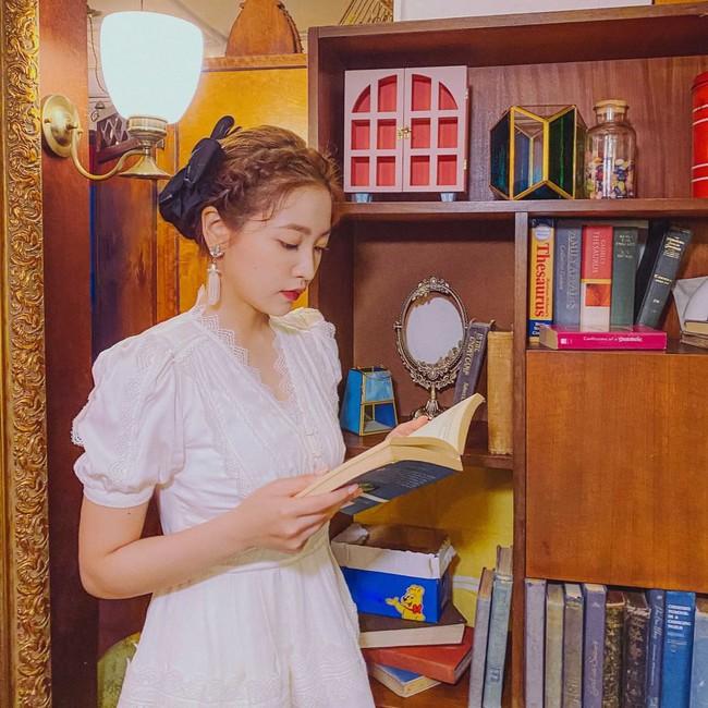 Red Velvet tái xuất với váy áo tiểu thư: Irene xinh như tiên, nhưng style của nhân vật này mới gây trầm trồ nhất - Ảnh 5.