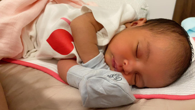 Con gái Võ Hạ Trâm mắc bệnh nhiều trẻ sơ sinh gặp, nguy hiểm thế nào mà khiến mẹ mất ăn mất ngủ - Ảnh 1.