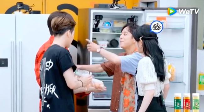 Triệu Lộ Tư cãi nhau với đàn anh trên show, căng thẳng đến mức đỏ cả mặt, MC Hà Cảnh phải đứng ra hòa giải - Ảnh 5.
