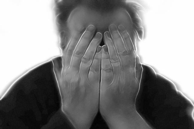 Người đàn ông 37 tuổi thức dậy và cứ nghĩ mình mới 16 tuổi, quên hết chuyện xảy ra trong 20 năm, bác sĩ nghi ngờ do căng thẳng - Ảnh 3.
