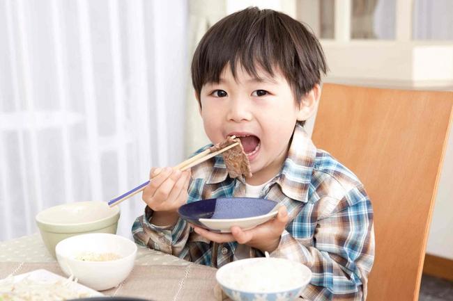 Trẻ ít ốm vặt, sức đề kháng tốt có chung 4 đặc điểm này: Con bạn được bao nhiêu cái? - Ảnh 1.