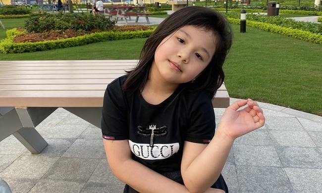 Con gái Jennifer Phạm càng lớn càng xinh như búp bê: Lúi húi làm 1 việc bên mẹ mà dân tình khen nức nở vì ngoan - Ảnh 3.