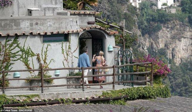 Cháu gái Công nương Diana xuất hiện sau đám cưới: Diện cả cây Dolce & Gabbana sóng đôi bên chồng hơn 32 tuổi - Ảnh 4.