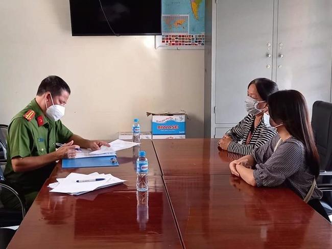 """2 người phụ nữ chửi bới vì bị ngăn """"thông chốt"""" kiểm dịch bị phạt 5 triệu đồng - Ảnh 1."""