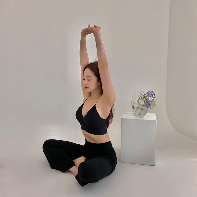 5 phút mỗi ngày với bài tập giãn cơ toàn thân: Bụng gọn eo thon, rõ đường đường cong thắt lưng sau 2 tuần - Ảnh 4.