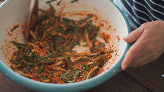 Mách bạn cách làm kim chi dưa chuột chuẩn vị Hàn ăn kèm món gì cũng ngon - Ảnh 7.